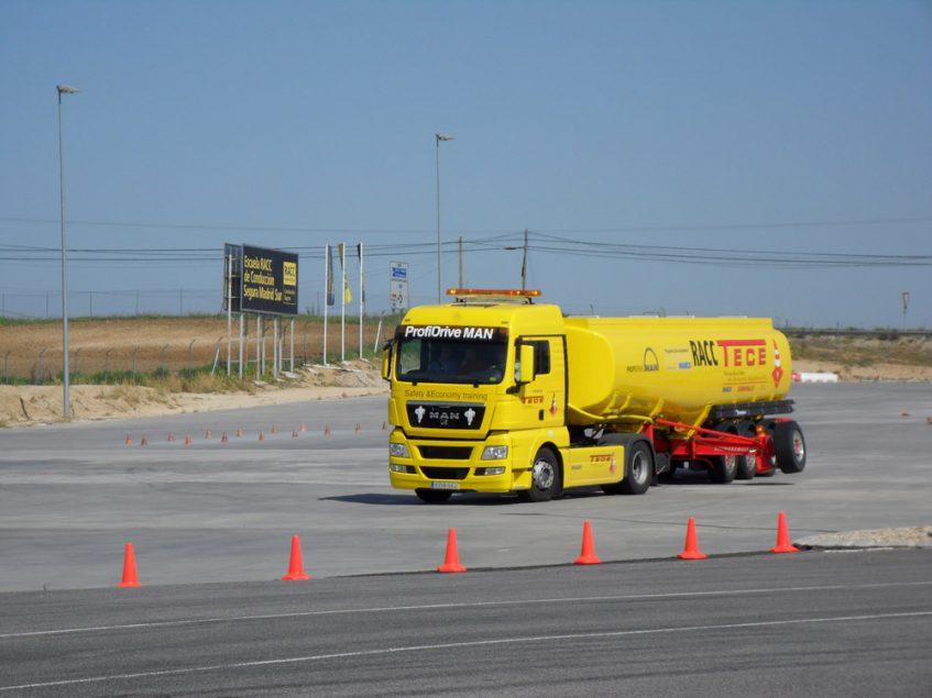 Cursos de conducción defensiva y antivuelco en las instalaciones de Escuela RACC